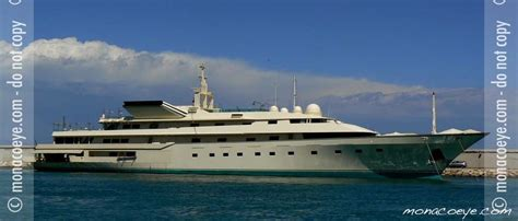 donald trump yacht kingdom 5kr