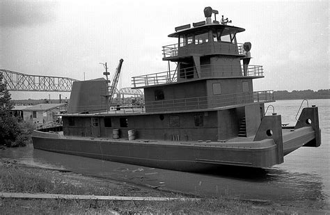 tow boat mississippi mississippi river towboat launch cape girardeau history