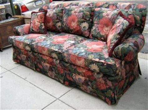 v i s u a l v a m p and printed sofas