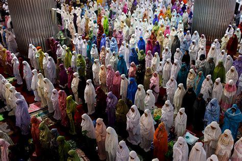 muslim fasting ramadan mubarak muslims around the world the start