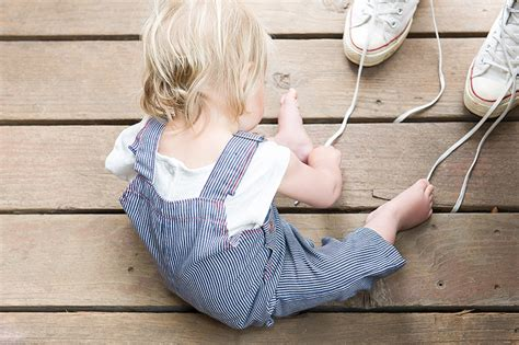 kid tying shoes no ultimatums parenting the way