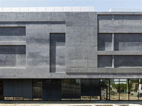 Sockel Architektur lichtbeh 228 lter in dunkelgrau sprengel museum in hannover detail magazin f 252 r architektur