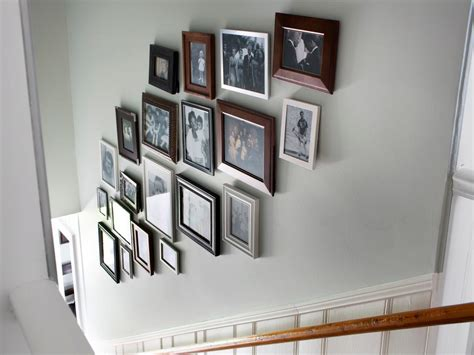 wandleuchten f r treppenaufgang create a gallery wall in a stairwell hgtv