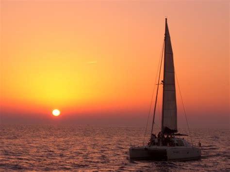 Late Sunset Sail Boat Sunset Dreamcatcher Sunset Sailing Cruise In The Caldera