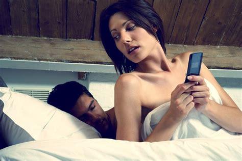 di sesso sul letto tecnologia a letto la coppia scoppia sesso d