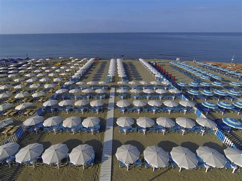 marina di carrara spiaggia di marina di carrara trovaspiagge it portale