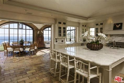 celebrity homes beyonce and jay z hton s home celebrity homes beyonc 233 jay z and their kids have a new