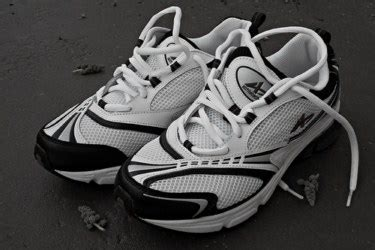 cleaning athletic shoes how to clean your athletic shoes properlydiy guides