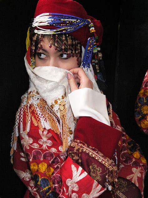 uzbek national dress travelcentrevbn uzbek lady suzani dress uzbekistan traditional costume