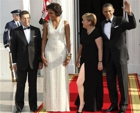 Angelina Leg Meme - angelina jolie oscars 2012 right leg pose goes viral daily mail online