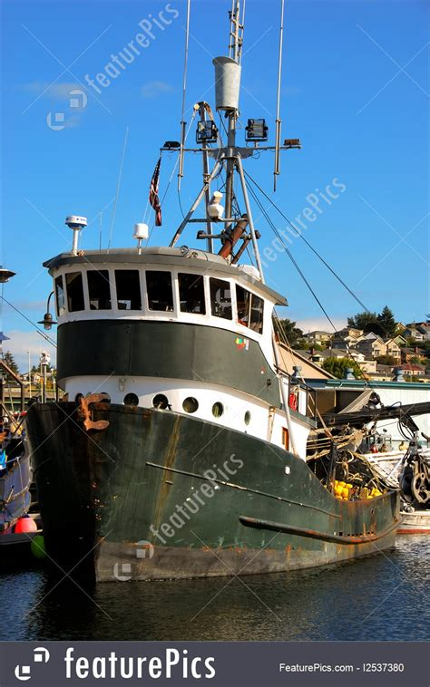 commercial fishing boat image