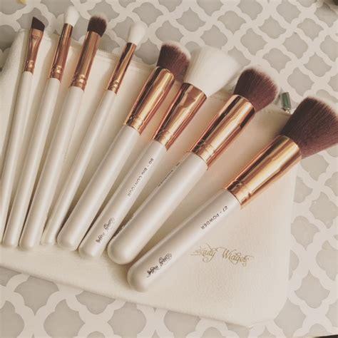 Harga L Oreal Infallible Eyeshadow gold makeup brush set mugeek vidalondon