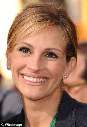 commercial actress with mole on face julia roberts and christy turlington l 191 oreal adverts