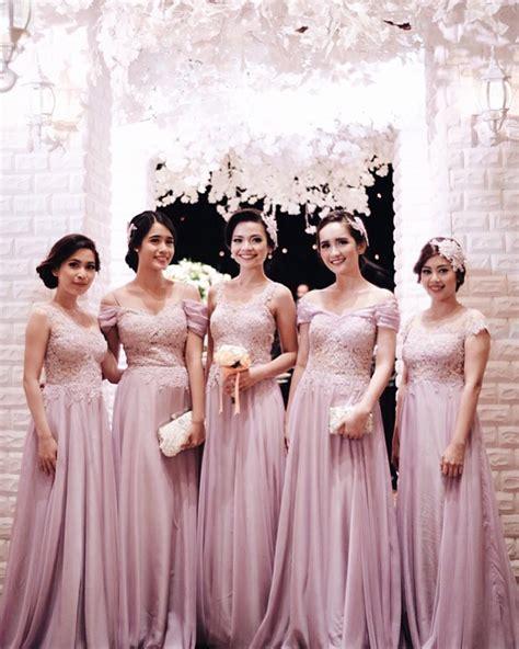Bridal Dress Gaun Kebaya Wedding Pernikahan Prewed Foto elegan ini 19 seragam bridesmaids terbaik yang bisa ditiru