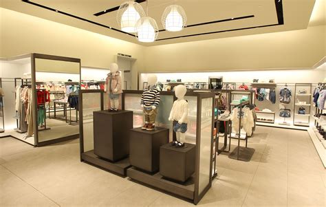 layout of zara retail design shop design fashion store interior