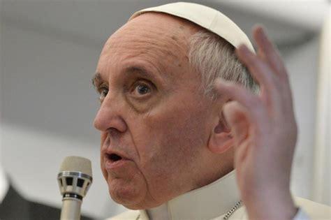 lettere a papa francesco boom di lettere a papa francesco centinaia al giorno