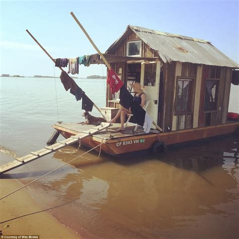 shanty boat artist wes modes is sailing down the tennessee river on