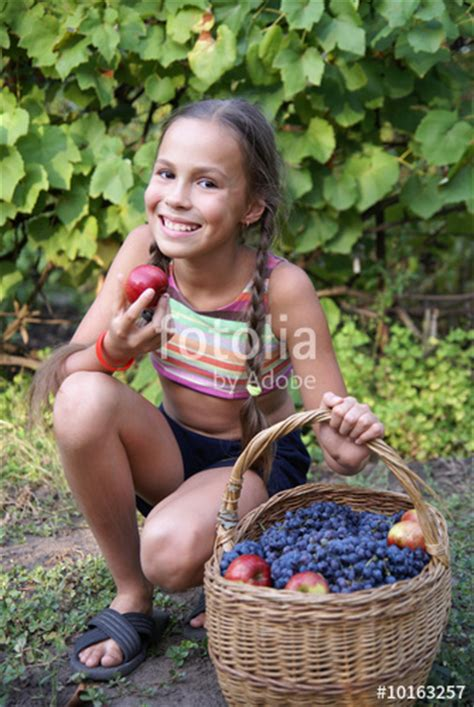 Quot Preteen Girl With Basket Full Of Organic Grapes And