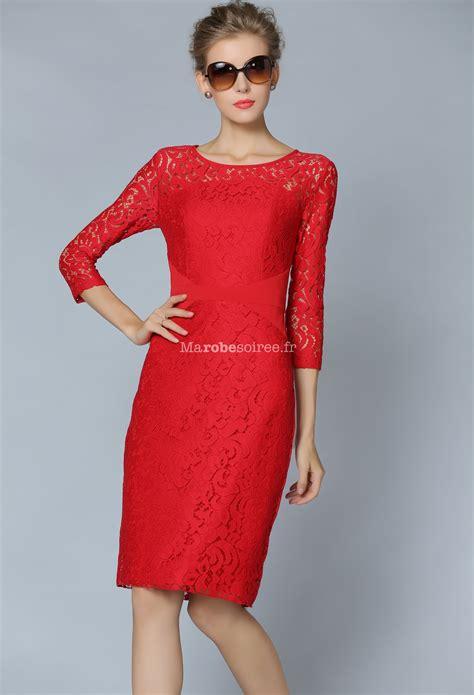 Robe de cocktail tailleur rouge en dentelle
