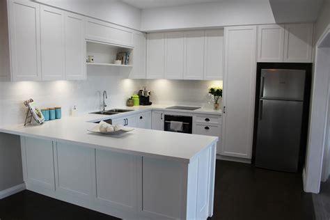 flat pack kitchen cabinets matt white shaker kitchen base benchtop polytec classic white matt 40mm abs edge panels