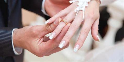 Sofa Jari Pakai Foto Sendiri kenapa cincin nikah harus dipakai di jari manis merdeka