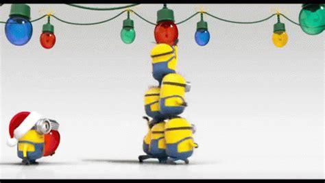 minions  merry christmas gif christmas minions lightbulb discover share gifs