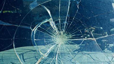 Kaca 2 Pecah orang mabuk pecahkan kaca di area pintu stasiun tugu tribunnews