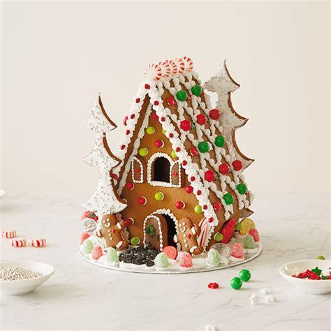 How to Make a Gingerbread House   Hallmark Ideas & Inspiration