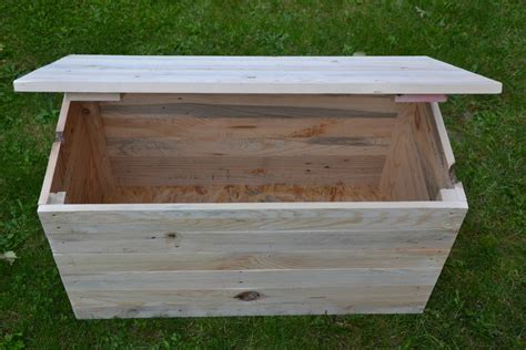 fabrication d un bureau en bois coffre en bois de palette creation palette
