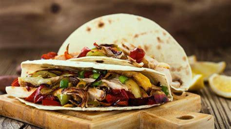 cucina messicana tacos tacos di pollo con peperoni cipolle e melanzane ricetta