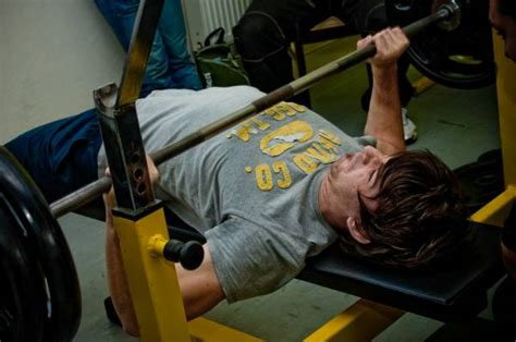 hurt shoulder bench press the truth about your benching pain it s not biceps