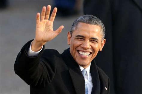 president barack obama   lady michelle obama wave