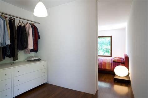 schlafzimmer mit großem kleiderschrank offene wohnung wohnk 252 che schlafzimmer und bad ohne w 228 nde