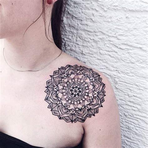 tattoo mandala epaule tatouage mandala femme epaule