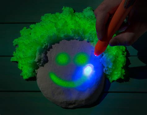Glow In The Drak glow in the kinetic sand the green
