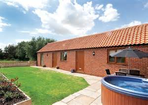 Hoseason Cottages by Hoseasons Cottages Mill Farm Cottages Roosters East