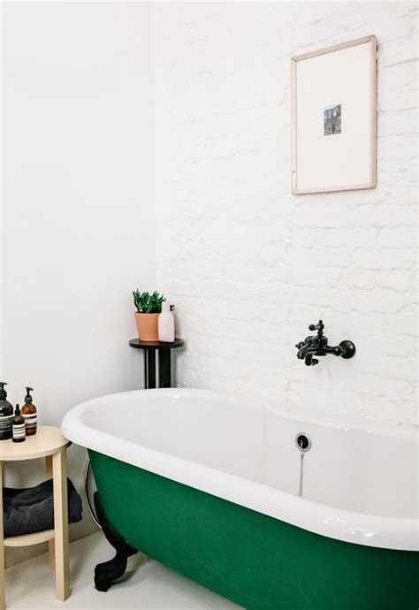 kelly green bathroom best 25 kelly green ideas on pinterest kelly green