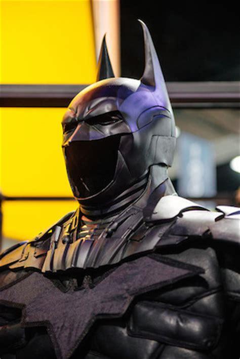 Kaos Batman Nama Glow In The Ar new designs for batman s cowl unveiled at comic con designtaxi
