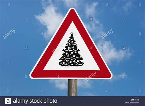 gefahrenzeichen mit weihnachtsbaum danger sign with a stock photo royalty free