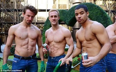 actores desnudos cromosomax hombres desnudos cromosomax coca cola light tiene nuevo t 237 os buenos camiseta en el anuncio 20 aniversario de coca cola light cromosomax