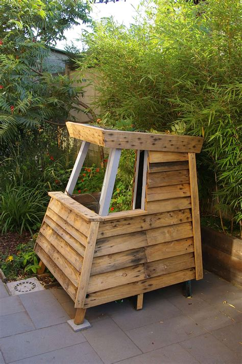 mk house kids playhouse  recycled pallets pallet