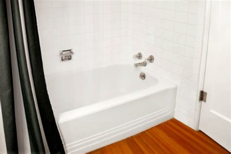 how long does bathtub reglazing last how long will refinishing last is there a guarantee