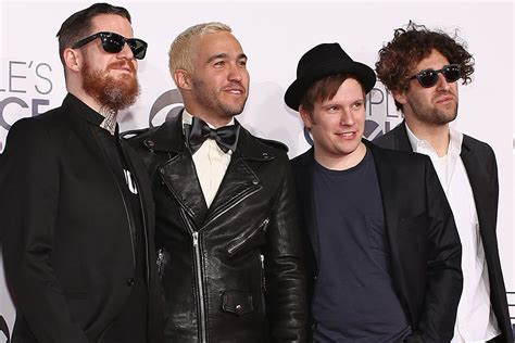 2015 fall out boy fall out boy perform centuries at 2015 people s choice