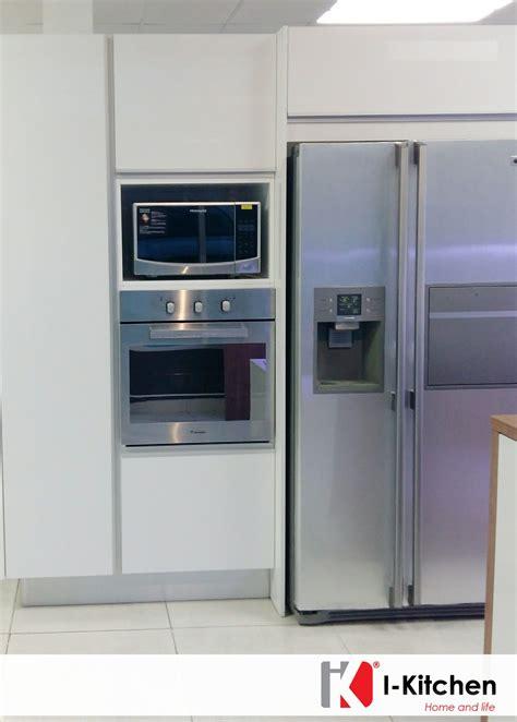 cocina al microondas hermosa cocina con empotrado de nevera horno y microondas