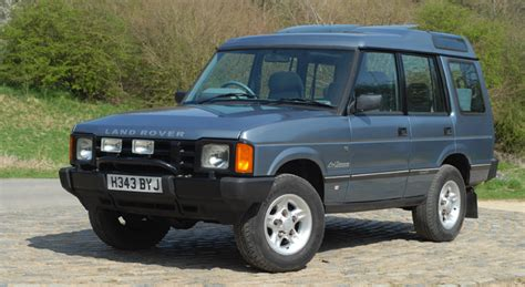 old car manuals online 2006 land rover discovery interior lighting range rover classic vs land rover discovery 1 classics world