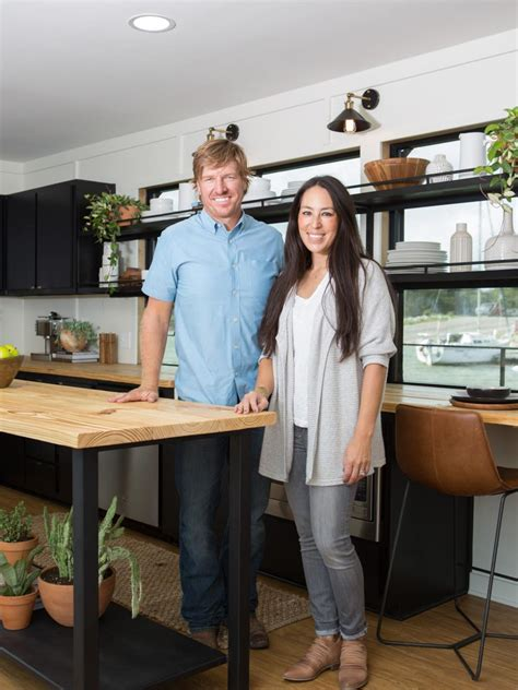 houseboat chip and joanna gaines fixer upper it floats hgtv s fixer upper with chip and