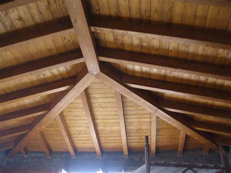tetto a padiglione in legno tetto a padiglione in legno tavoli in legno grezzo