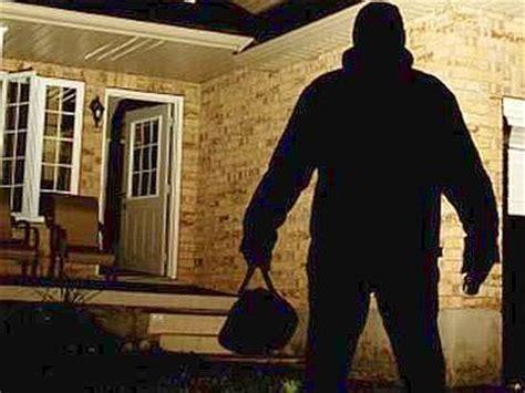 foto di ladari antenna 3 187 trova i ladri in casa li mette in fuga e li