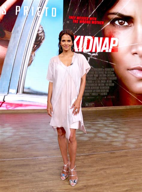 Halle Berry On The Set Of Morning America by Halle Berry On The Set Of Despierta America In New York 07