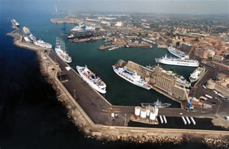 porte de roma professor cruise ship cruise port civitavecchia port